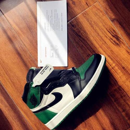 带RFID标签的耐克鞋子